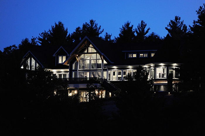 Awesomely Big Canadian Cottage For Hanging Out In Summer