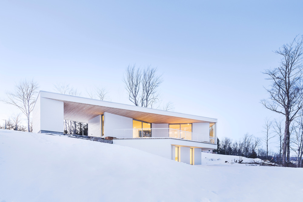 All white from the outside Nook Residence is located in Quebec, Canada