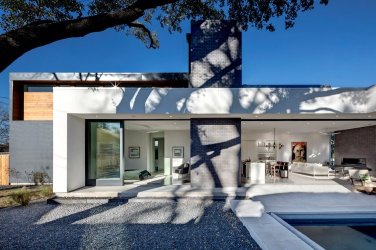 Texas home with retractable glass walls