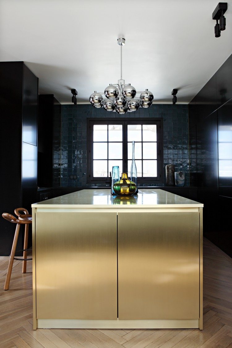 all dark kitchen design with a shiny brass kitchen island