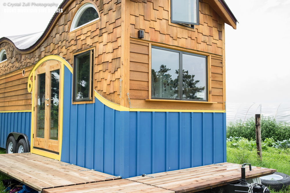 Cool tiny house on wheels with bedrooms for four digsdigs for Cool little houses