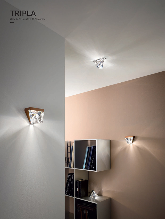 Tripla can be adjusted to the walls or to the ceiling