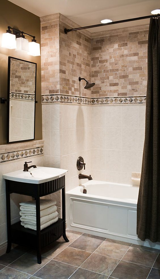 29 ideas to use all 4 bahtroom border tile types digsdigs for Bathroom accent ideas