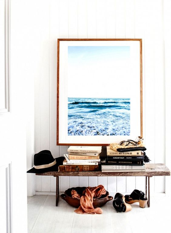 the seascape paiting size is ideal for this entryway