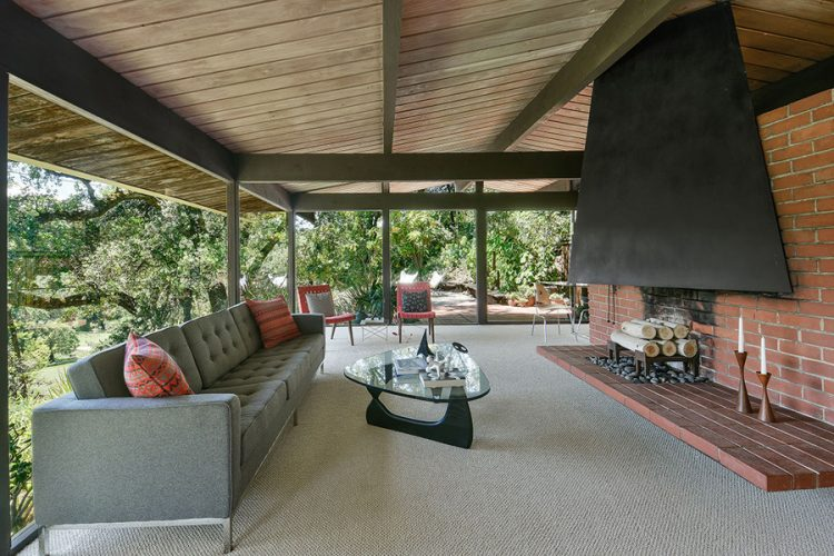 though the home was built in the 1950s, it looks like a modern masterpiece