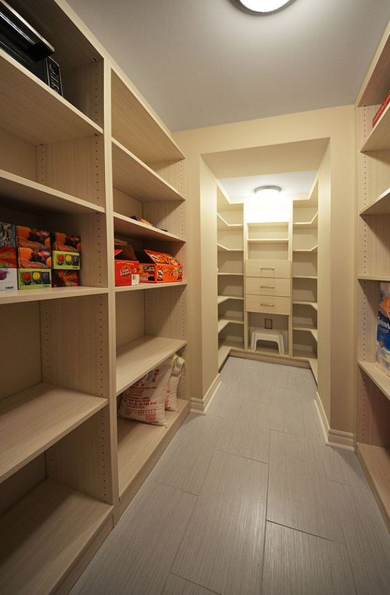 27 basement storage ideas and 8 organizing tips digsdigs for Best way to build a basement