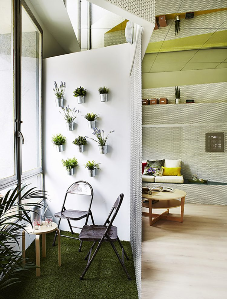 A green area with aromatic herbs allows to disconnect from everyday life