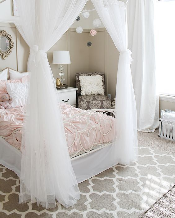 31 sweetest bedding ideas for girls bedrooms digsdigs for Beautiful room design for girl