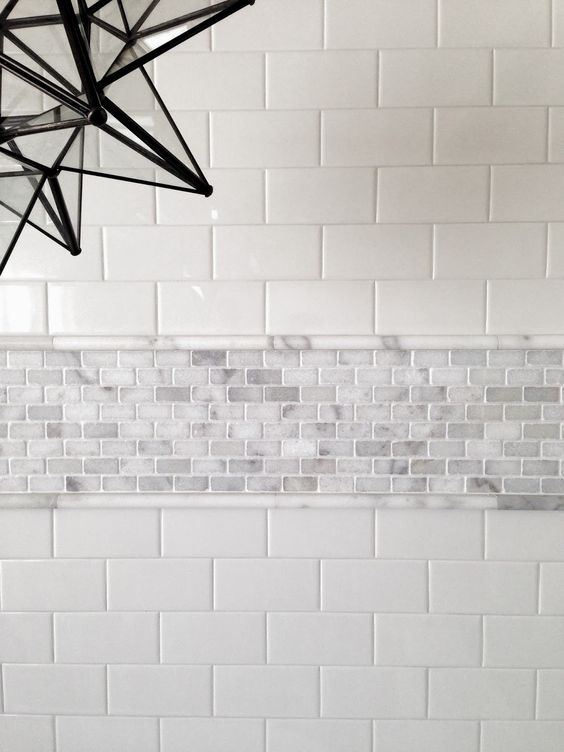 09 subway tiles accentuated with a tiny marble tiles border