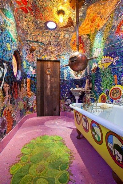 Wacky Colorful Bathroom (via 25)