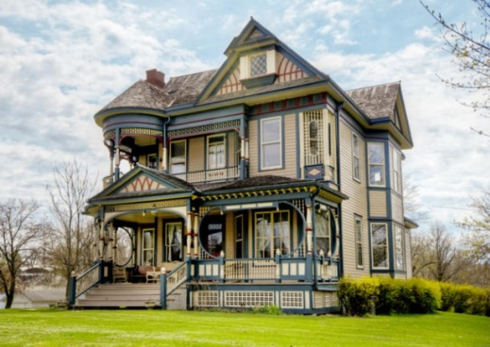Pretty 114 years old victorian house digsdigs Classic house plans