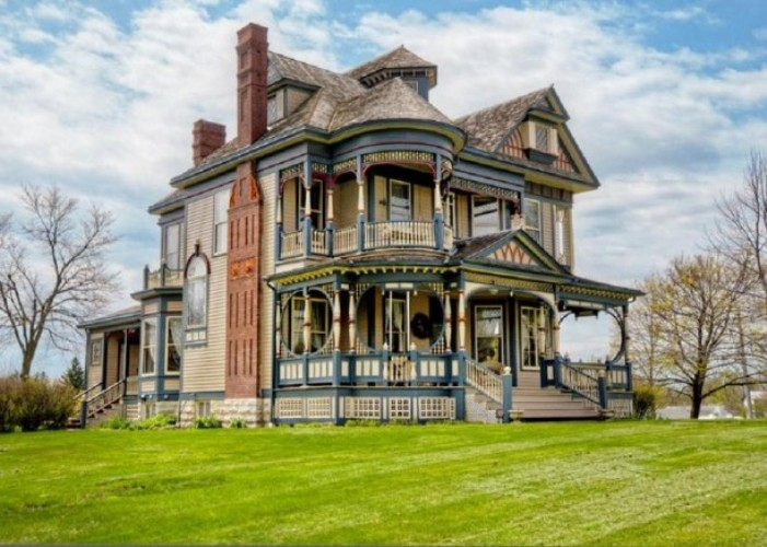 Pretty 114 years old victorian house digsdigs Victorian mansion house plans