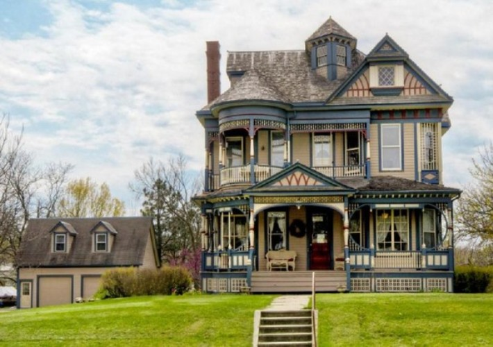 Pretty 114 years old victorian house digsdigs Vintage home architecture