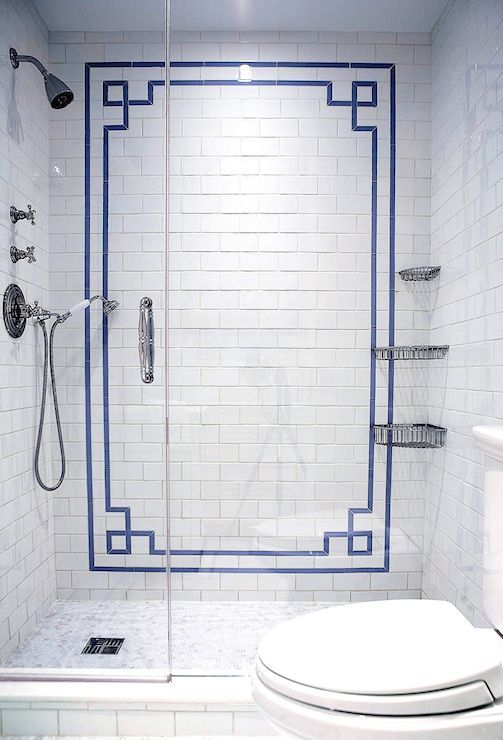 blue Chinoiserie border pattern in the bathroom