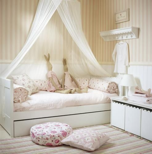 Simple floral print blush bedding