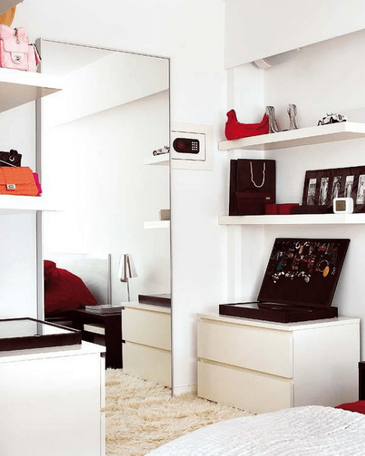How to decorate your bedroom with mirrors 8 tricks and for Espejo grande dormitorio