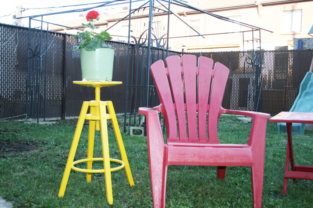 bold yellow Dalfred plant stand