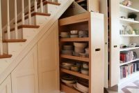 16 dishes and tableware storage