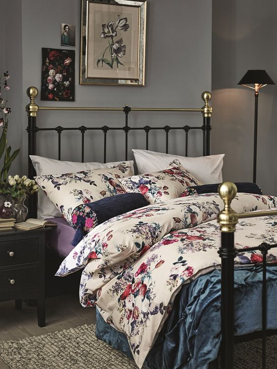Such bold floral bedding looks dramatic and is suitable for mid-century modern or retro-styled bedroomShot 3 and 4 are prop options.Repro the bricks behind the bed and match the colour of the card behind to the rest of the wall. Keep tone.