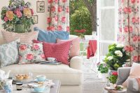 17 floral pattern textiles for the lviing room