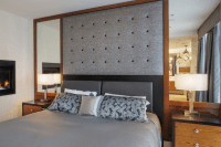 18 Hollywood-style symmetrical mirrors with a fabric headboard
