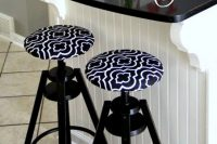 18 upholstered Dalfred bar stool