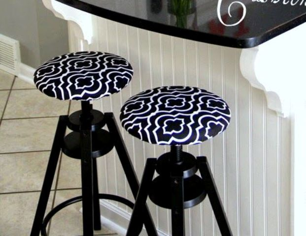 upholstered Dalfred bar stool
