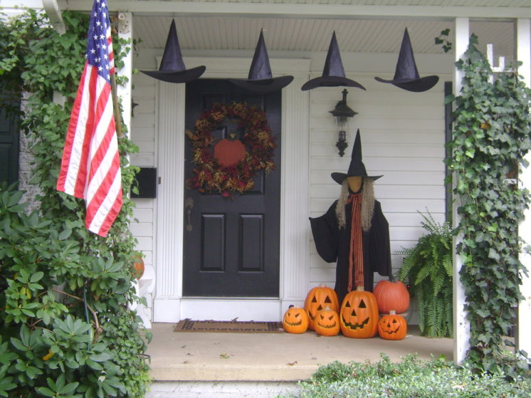 125 cool outdoor halloween decorating ideas digsdigs Cool christmas house decorations