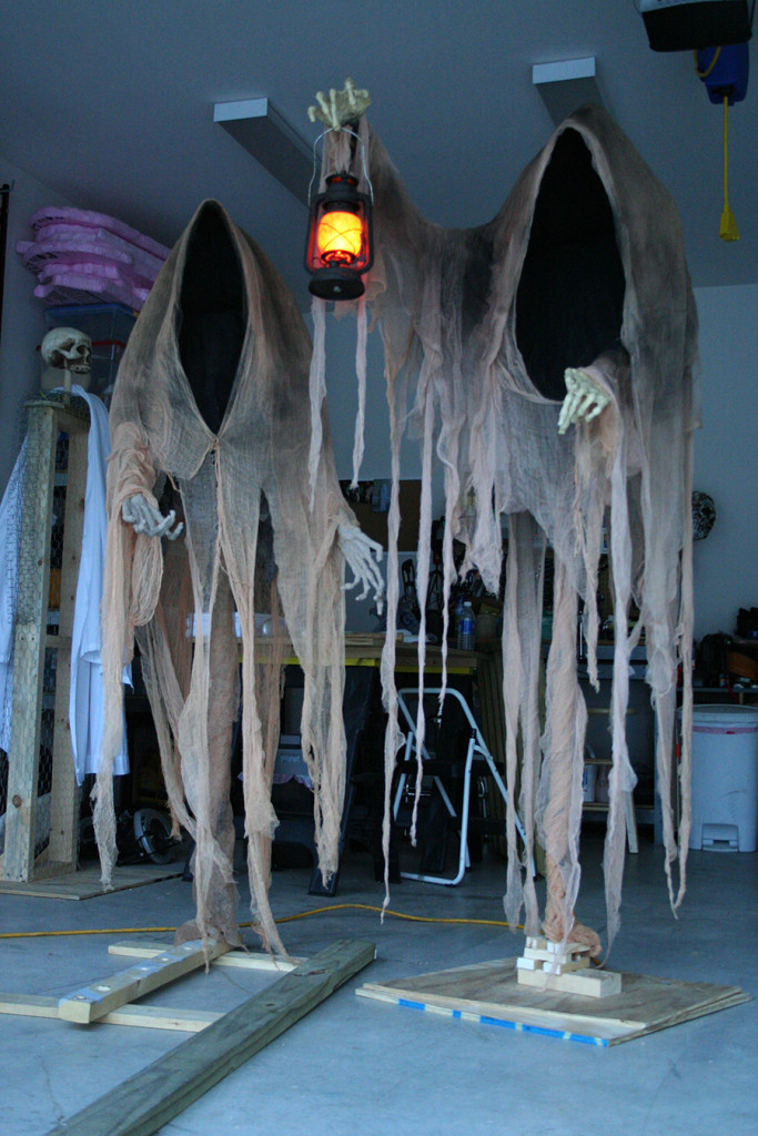 this is how spooky cloaked ghosts could look like - Cool Halloween Decorations