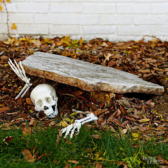 125 cool outdoor halloween decorating ideas digsdigs how to make your homemade halloween home decoration