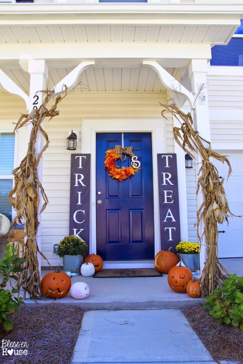125 cool outdoor halloween decorating ideas digsdigs for Home halloween decorations