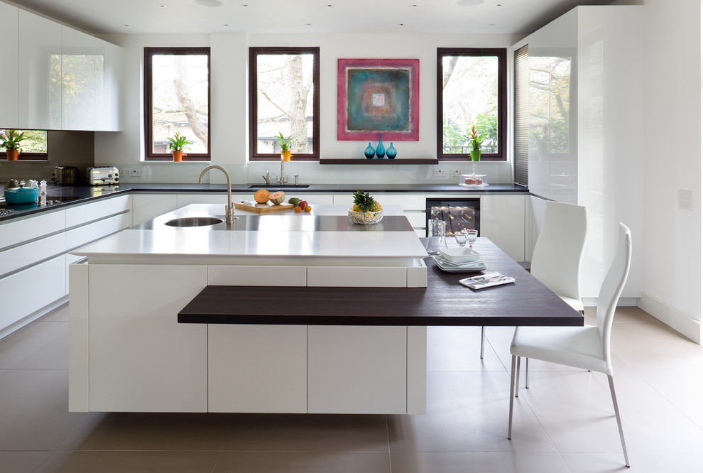 a handless kitchen island with an interesting dining area solution where you can use standard kitchen chairs