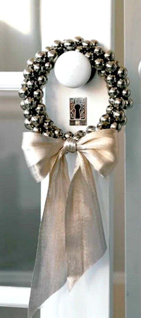 Small jingle bell wreath would look pretty on any doorknob. This's a cool idea to decorate interior doors for holidays.