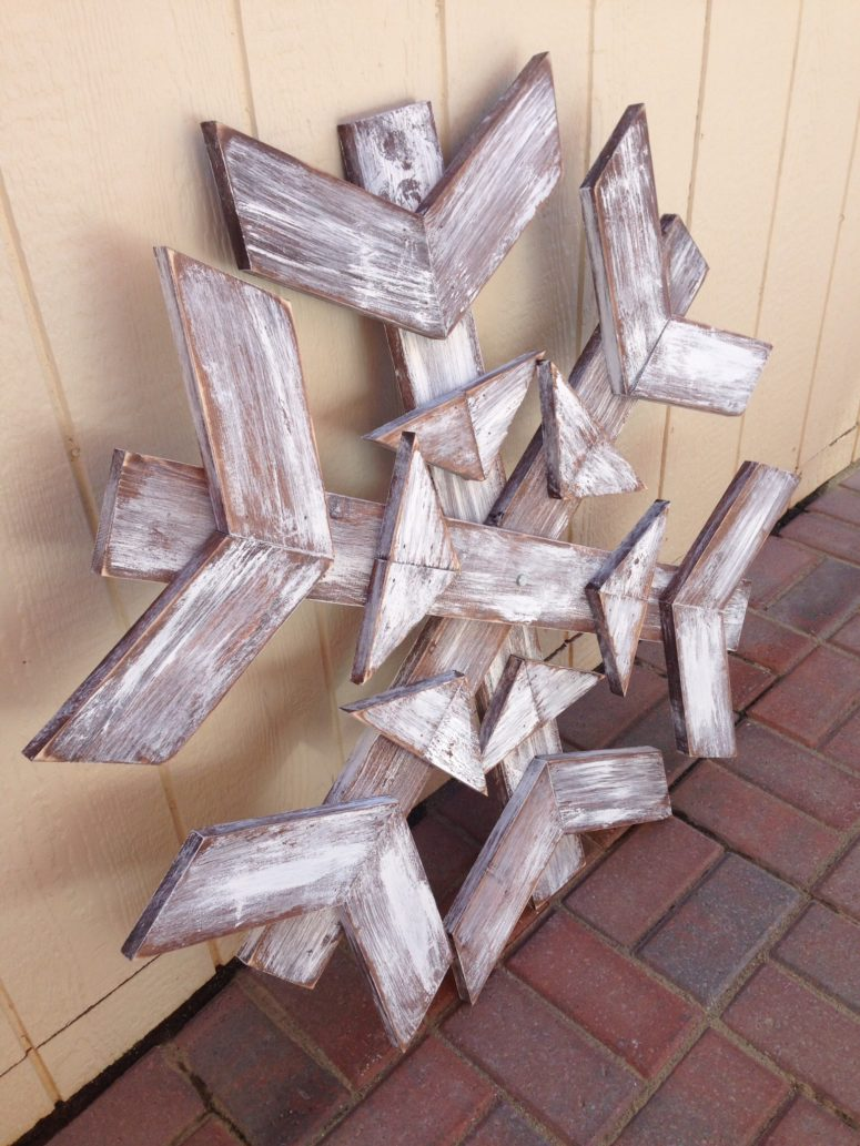 DIY scrap wood snowflake could become a gorgeous outdoor wreath if you shape it like a circle.