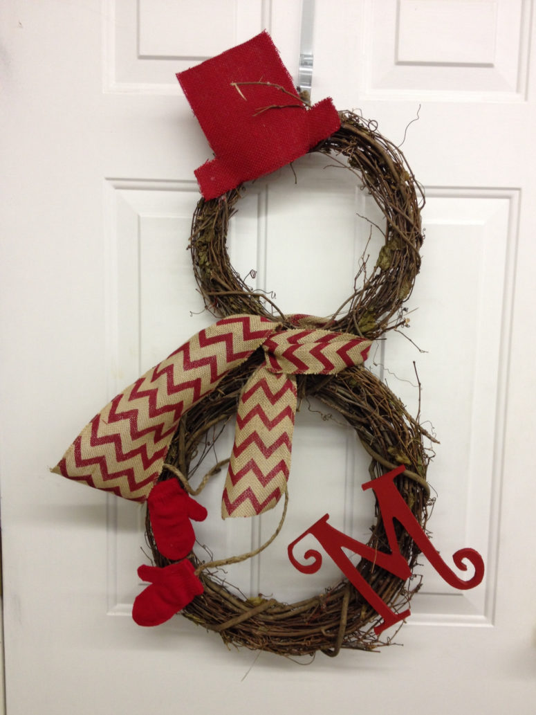 Two simple grapevine wreath could become a stylish snowman welcoming your guests.
