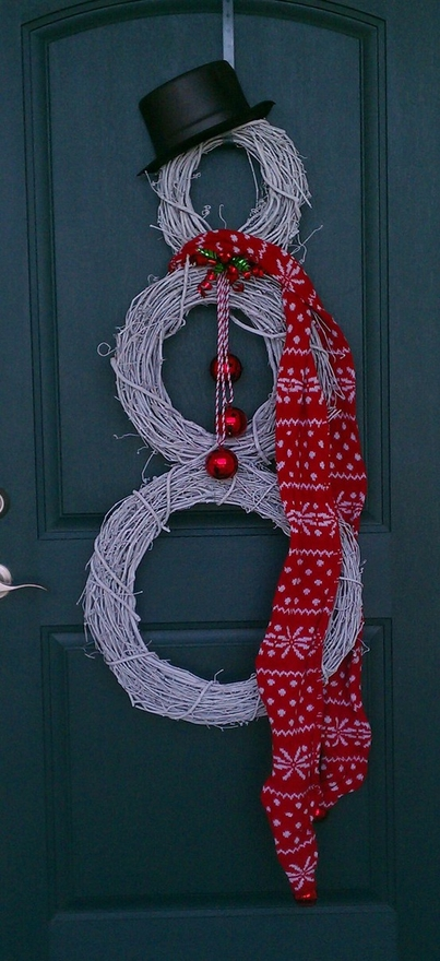 Buy several grapevine wreaths in different sizes. Spray paint them in white. Hang them together, add a hat and a scarf and you got yourself cool snowman wreath for a front door.