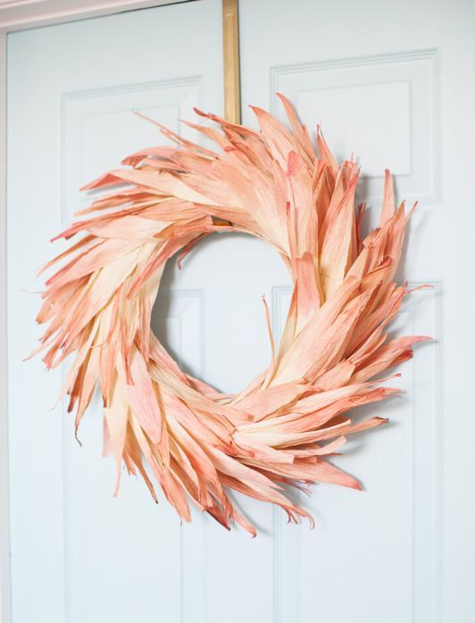 a bright dyed corn husk wreath is a bold and creative idea both for the fall and Thanksgiving and it looks amazing
