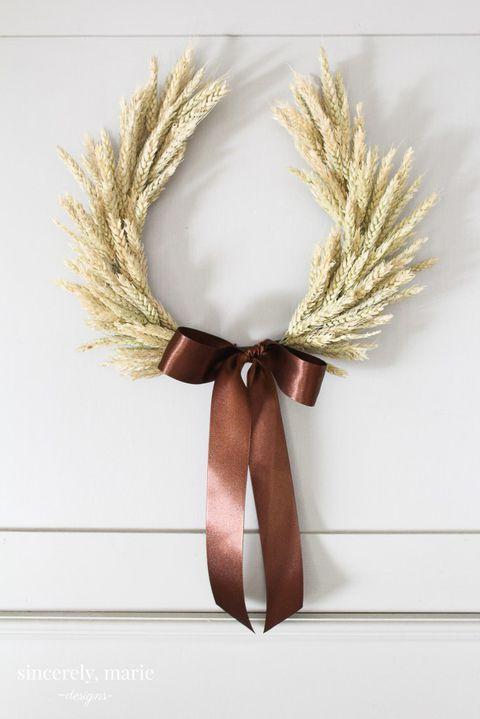 a cute wheat wreath for fall
