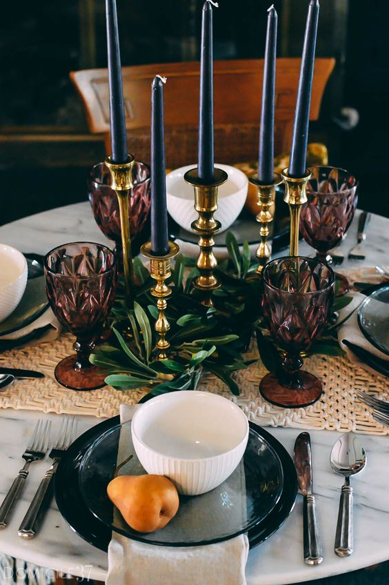 ripe pears will make your tablescape chic, stylish and cool and will accent it with a natural and rustic feel
