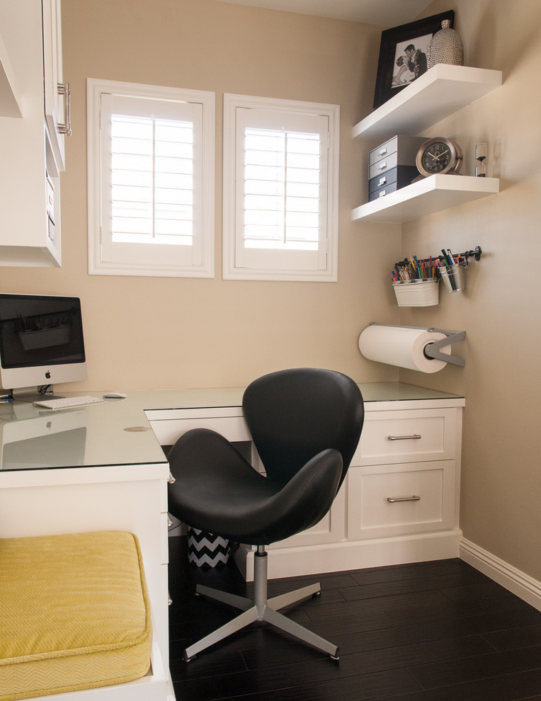 Here is a practical layout for a very small home office that features lots of storage.