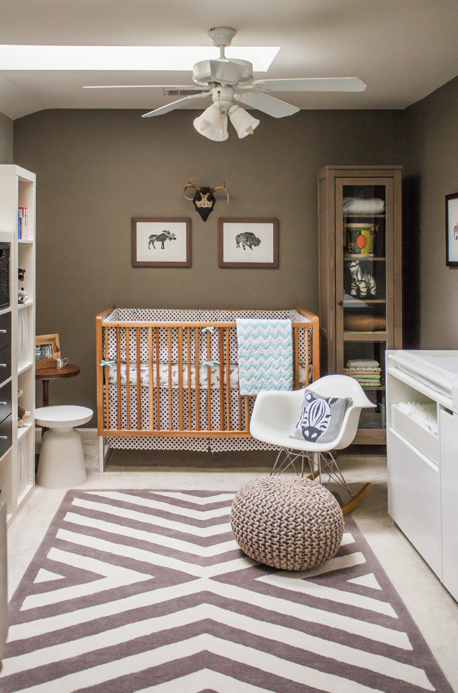 Earthy tones are good for gender-neutral rooms but for boys rooms they work even better. You can see that in this safari-themed nursery.