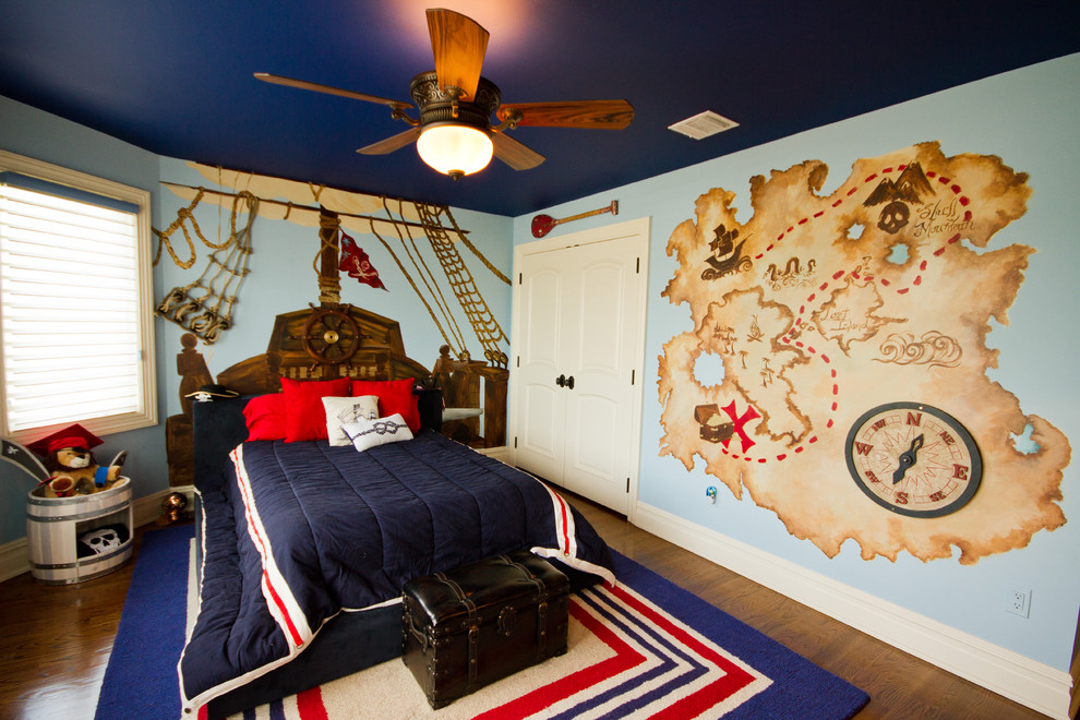 Maps, buckets, and a treasure chest are perfect things to design a pirate-themed room.