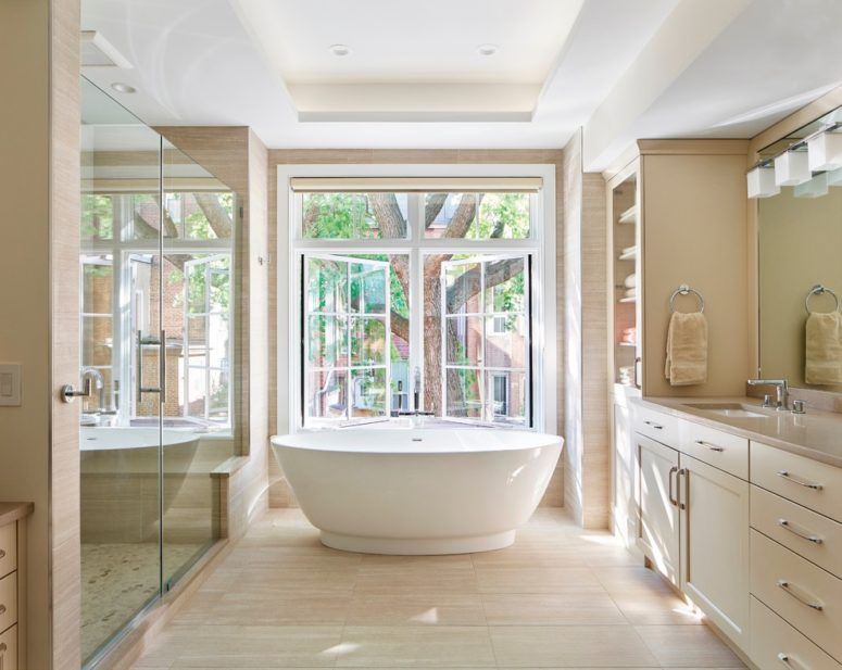 a taupe and beige bathroom with a large window to enjoy the views and fill the space with natural light (Terra Studio)