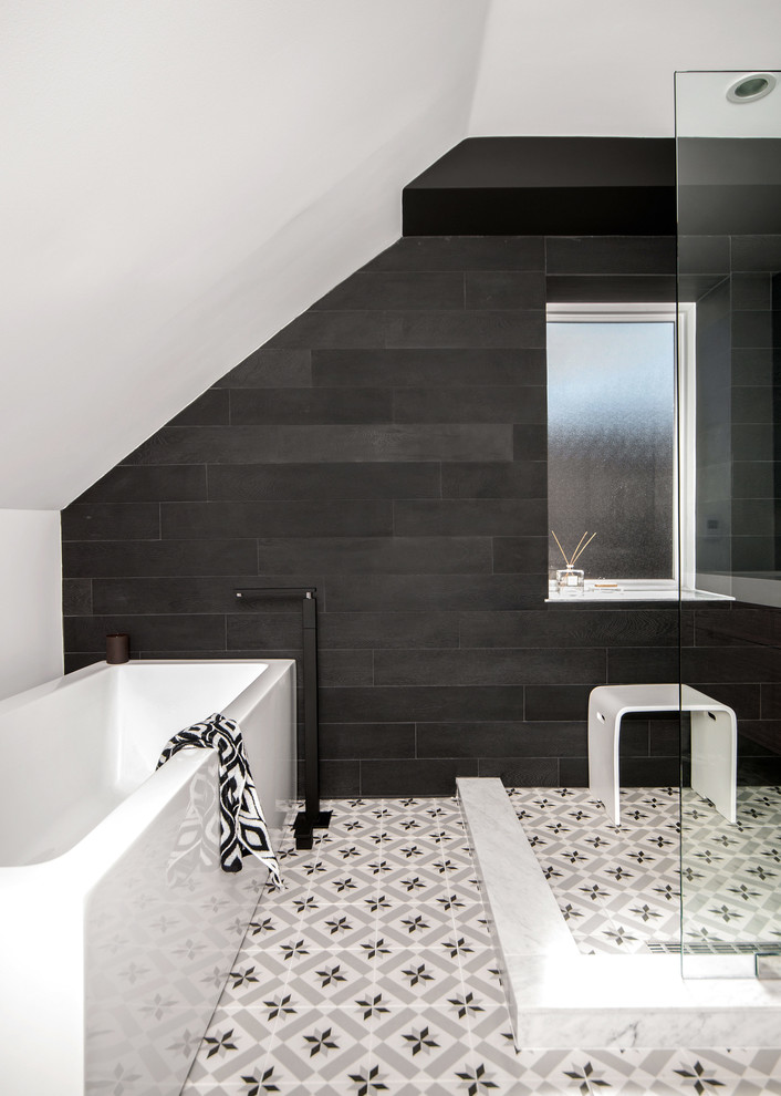 an open shower help to make any space more minimalist