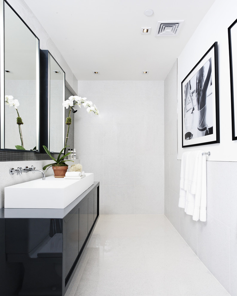 modern bathroom design in black and whtie color theme with a nice vessel sink and a large photo
