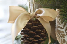 35 awesome outdoor and indoor pinecone decorations for christmas
