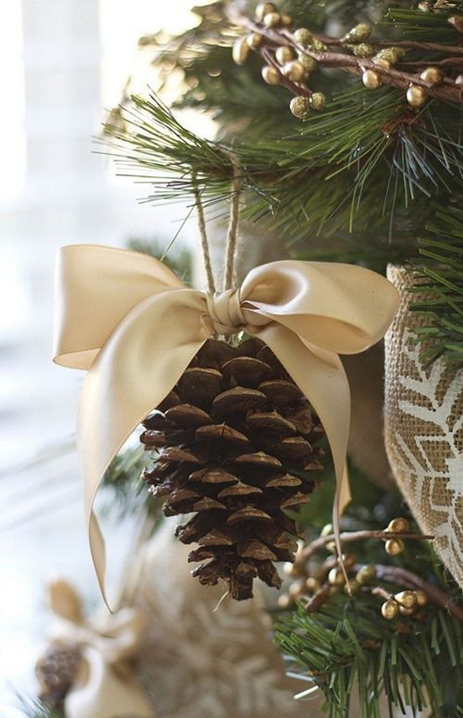 pine cones are great christmas tree decorations that are really easy to make - Pine Cone Christmas Tree Decorations