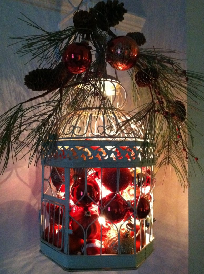 65 amazing christmas lanterns for indoors and outdoors for Inside christmas decorations