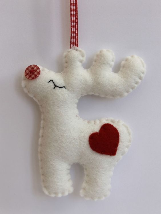 a pretty Rudolph deer with a red heart of felt is a lovely and fun ornament idea to rock