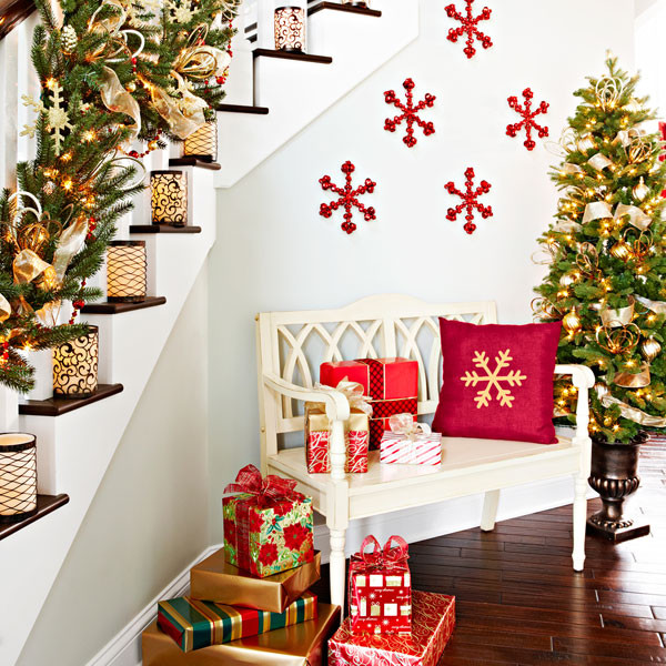 awesome christmas stairs decoration ideas - How To Decorate A Staircase For Christmas With Deco Mesh